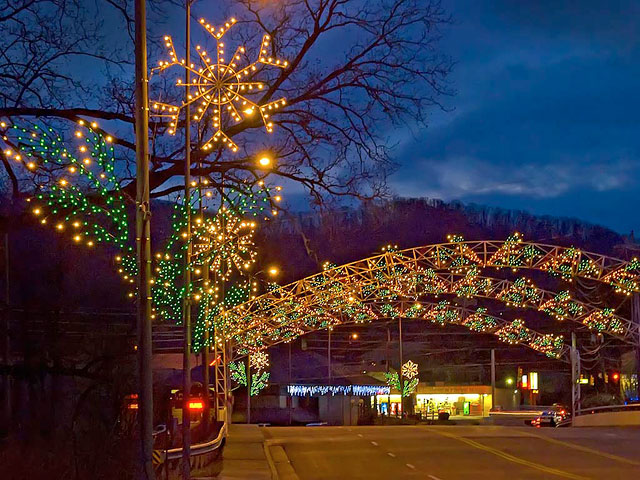 Gatlinburg Tn Christmas Lights.Great Smoky Vacations Great Smoky Mountains Tourist